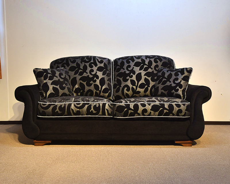 スペイン製のクラシックソファ