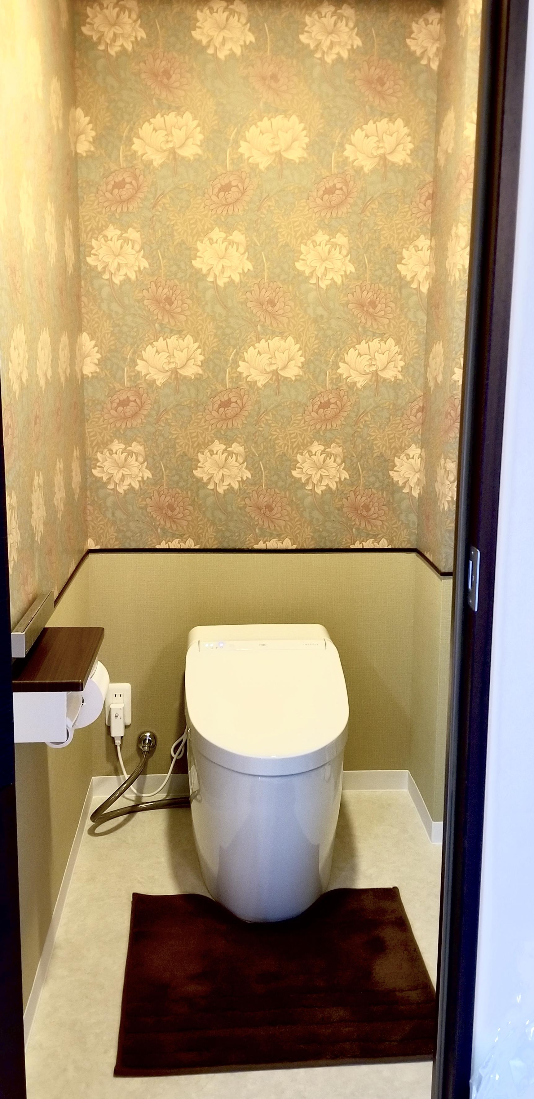 ウィリアムモリスのクロスを張ったトイレ