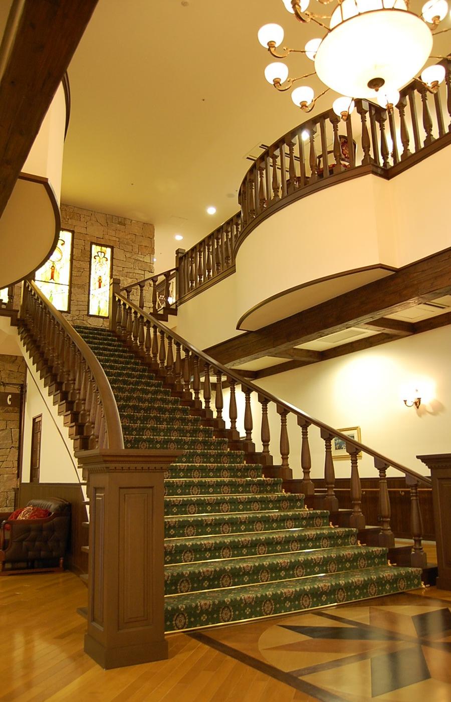 グリーンの絨毯の敷き詰められた大階段