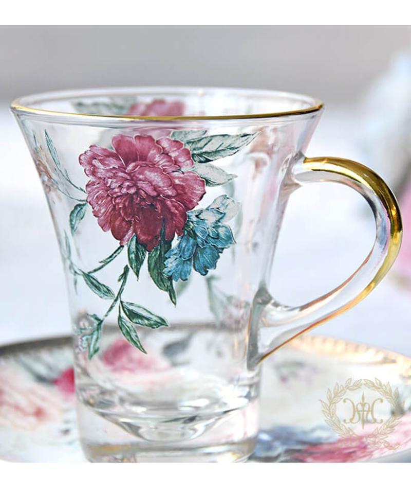 エレガントな花柄が美しいカップ&ソーサー