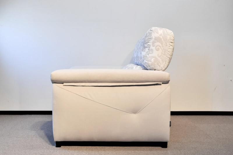 座面の出幅が変えれるスペイン製ソファ