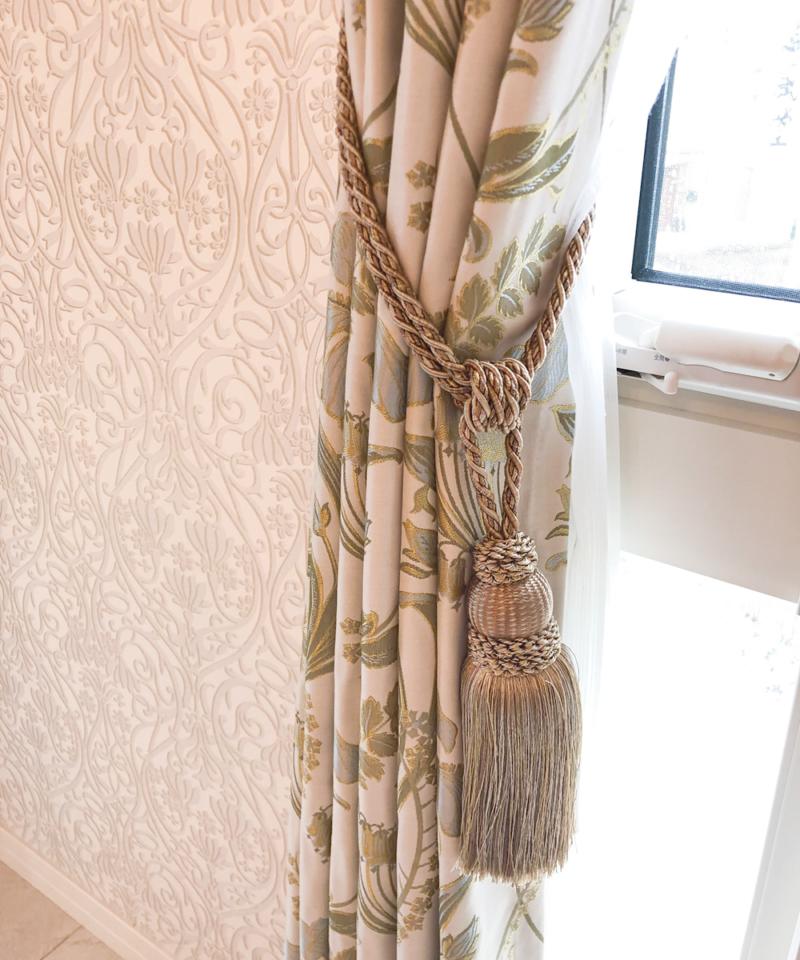 ウィリアム・モリスのカーテンと装飾タッセル
